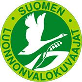 Suomen luontokuvaajat-logo